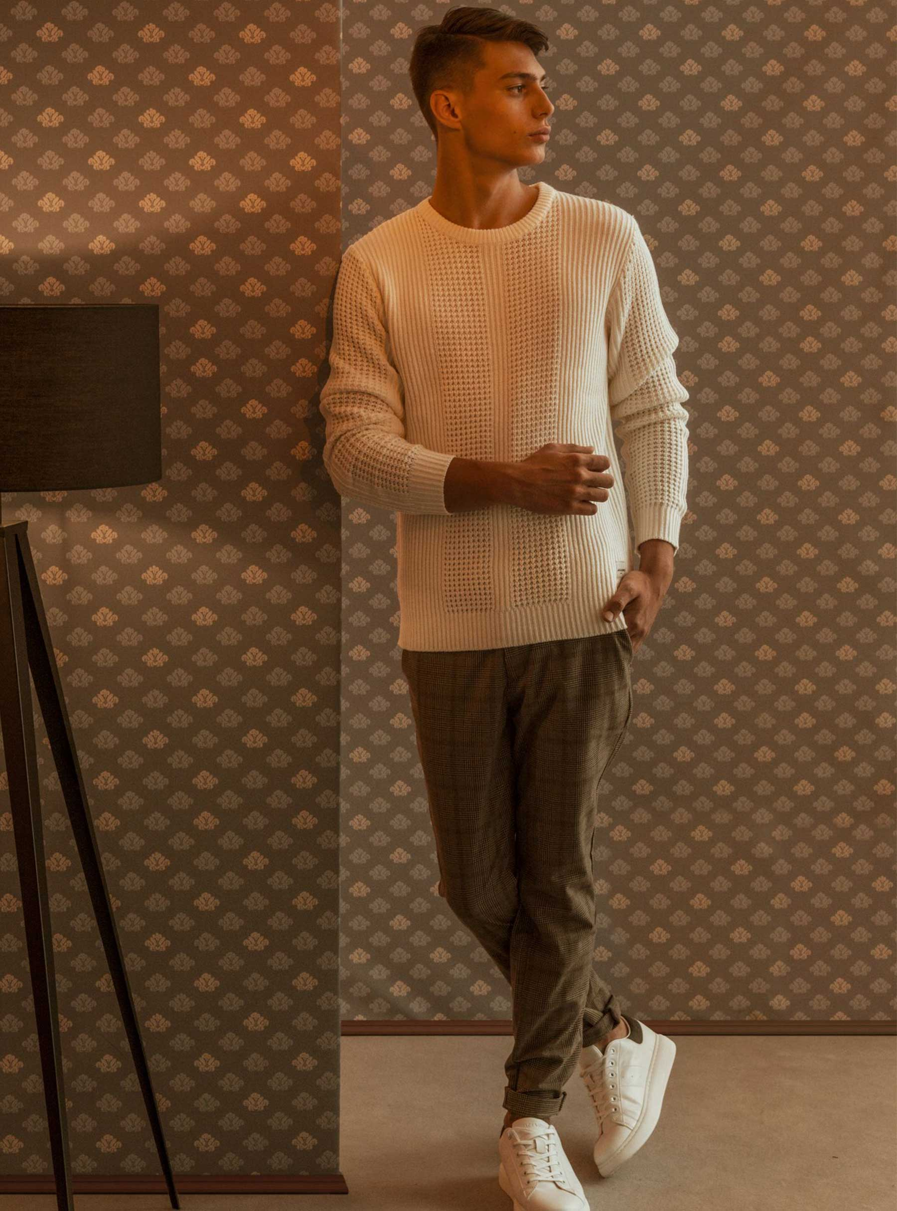 Jack&Jones pulover 34,99 € Jack&Jones hlače 59,99 €