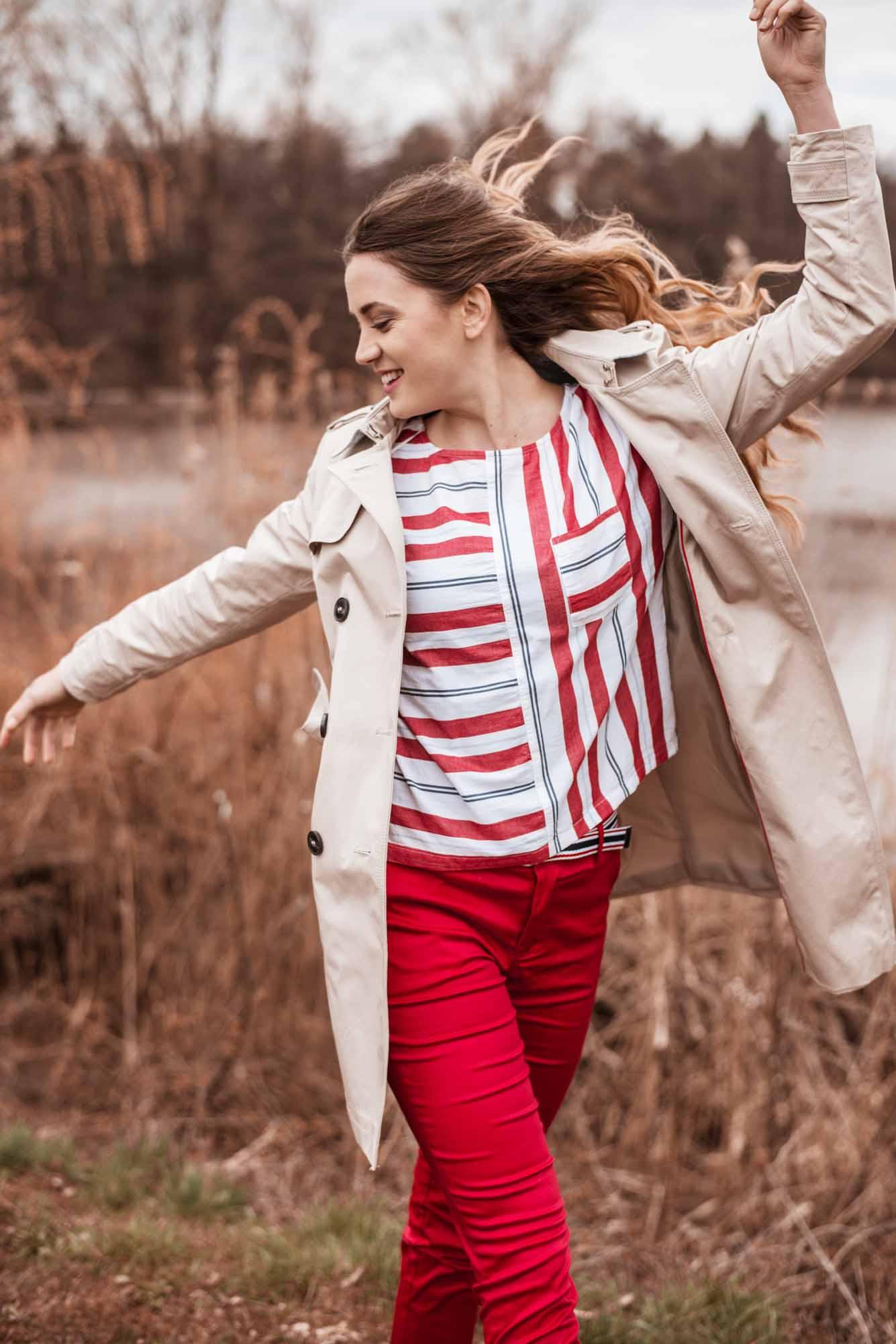 Bluza Esprit  35.99 €  Marx hlače  39.99 €  Trenčkot Esprit  99.99 €
