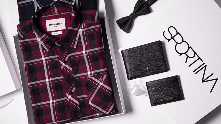 Jack & Jones srajca: 34,99 €; Jack & Jones metuljček 17,99 € ; Armani Exchange denarnica 45 €